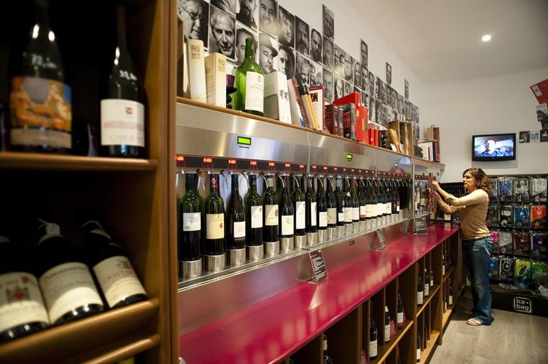 Le vin devant soi, cave à vins